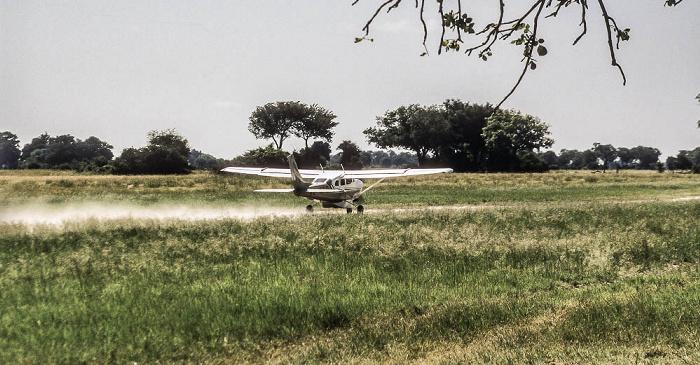 Okavango-Delta Kwara-Flugfeld: Start der Cessna 206
