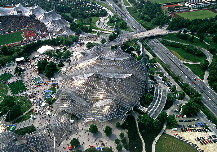 München Blick vom Olympiaturm: Olympiahalle Coubertinplatz Georg-Brauchle-Ring Olympiastadion