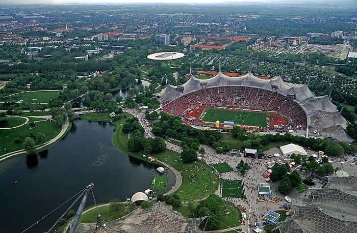Blick vom Olympiaturm: Olympiapark mit Olympiasee und Olympiastadion München 2005