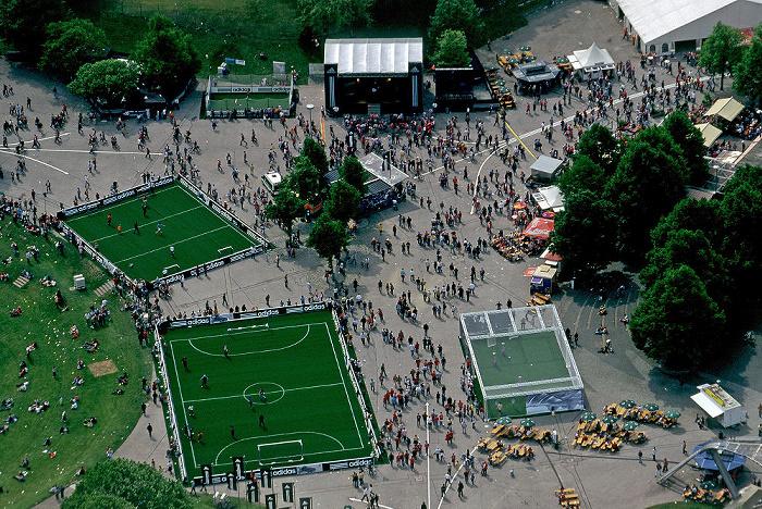 München Blick vom Olympiaturm: Coubertin-Platz Coubertinplatz