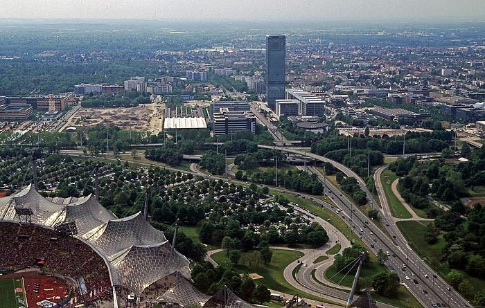Blick vom Olympiaturm: O2-Zentrale und Uptown München 2005