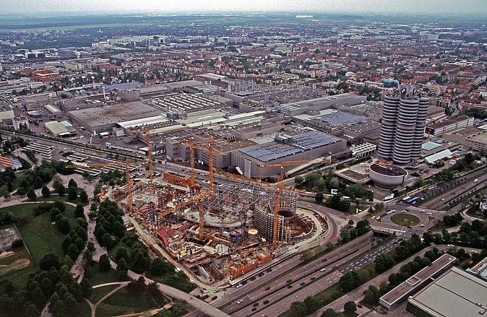 Blick vom Olympiaturm: BMW-Werkshallen sowie BMW-Museum und BMW-Hochhaus München 2005