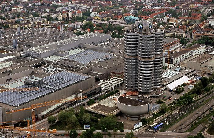 Blick vom Olympiaturm: BMW-Hochhaus und BMW-Museum München 2005