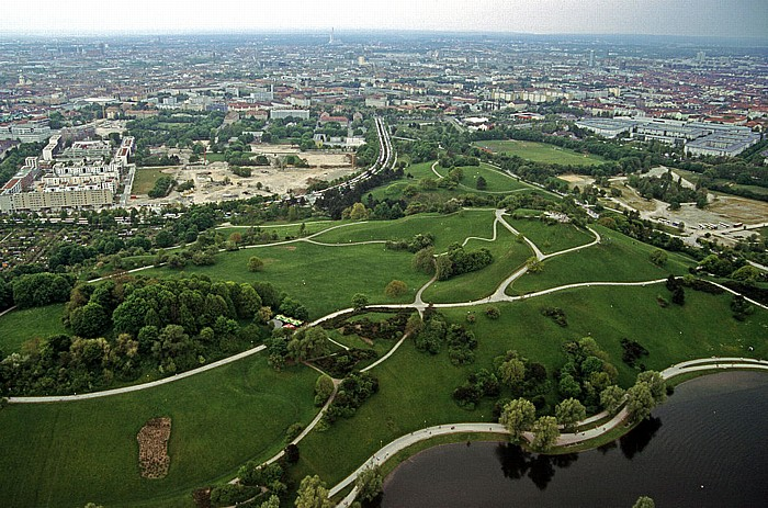 Blick vom Olympiaturm: Olympiapark mit Olympiaberg und Olympiasee München 2005