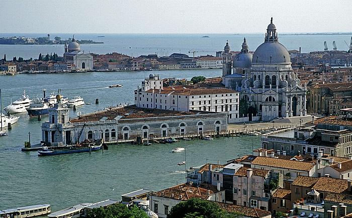 Venedig Blick vom Campanile: Santa Maria della Salute Canal Grande Canale della Giudecca Dorsoduro Giudecca