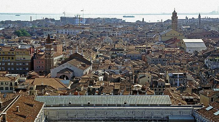 Venedig Blick vom Campanile: Links San Moisè, rechts hinten das Teatro La Fenice