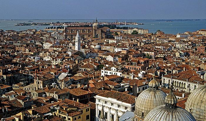 Venedig Blick vom Campanile: In der Bildmitte oben Santi Giovanni e Paolo Basilica San Marco Murano San Michele