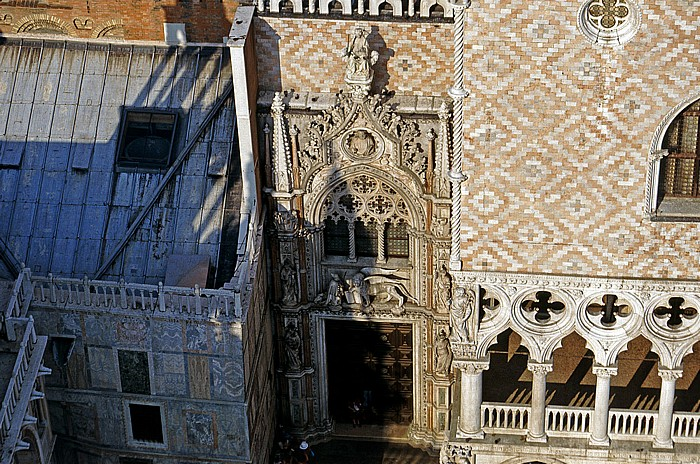Venedig Blick vom Campanile: Dogenpalast mit Porta della Carta