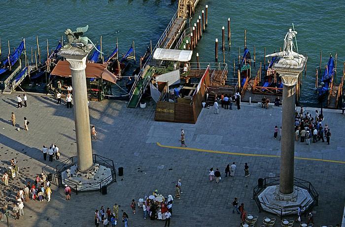 Venedig Blick vom Campanile: Säulen von San Marco und San Teodoro