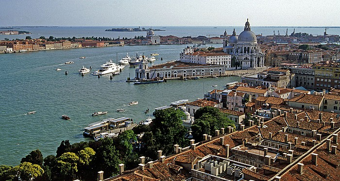 Venedig Blick vom Campanile: Canale della Giudecca und Dorsoduro (Mündung des Canal Grande) Giardinetti Reali Santa Maria della Salute