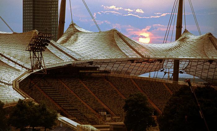 München Olympiapark: Olympiastadion Uptown-Hochhaus