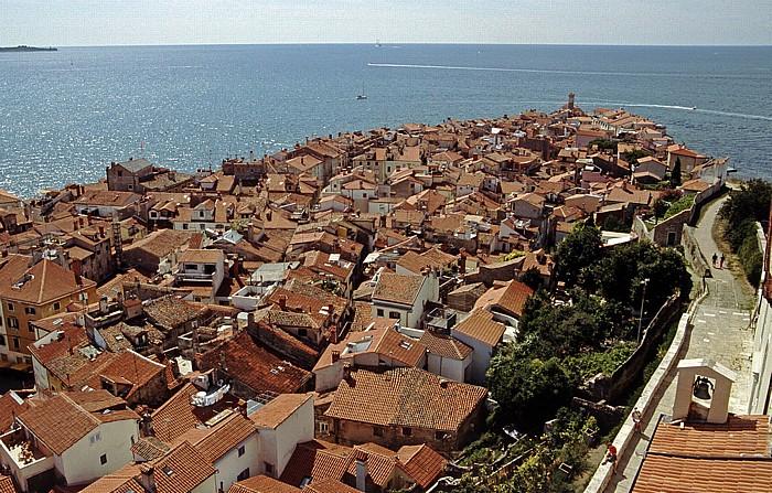 Piran Blick vom Glockenturm der Georgskirche: Altstadt und Mittelmeer