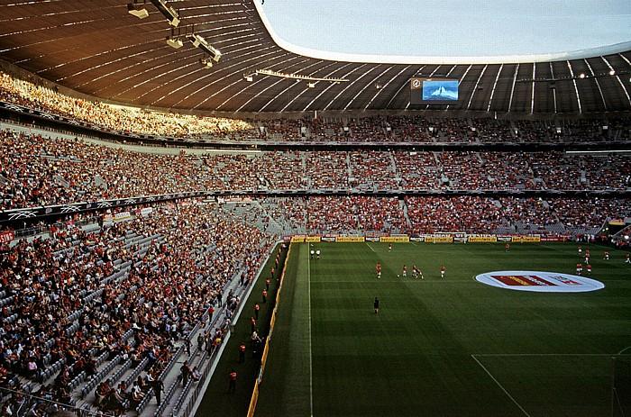 Allianz Arena: Gegentribüne und Südkurve München 2005