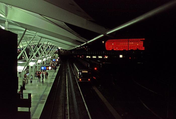 München U-Bahnhof Fröttmaning, Allianz Arena