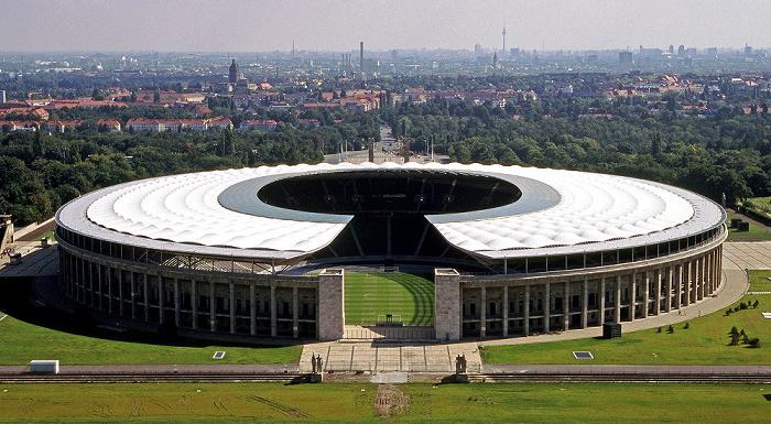 Berlin Blick vom Glockenturm: Olympiastadion Fernsehturm