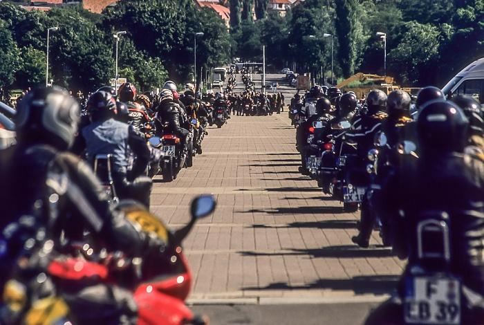 Olympischer Platz: Motorradfahrertreffen Berlin 2005