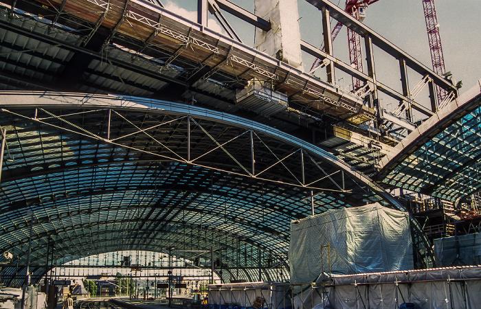 Berlin Hauptbahnhof - Lehrter Bahnhof: Bahnsteighalle