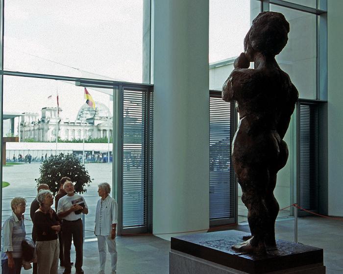 Berlin Bundeskanzleramt: Skulptur Die Philosophin von Markus Lüpertz im inneren Eingangsbereich Reichstagsgebäude Skulptur Die Philosophin