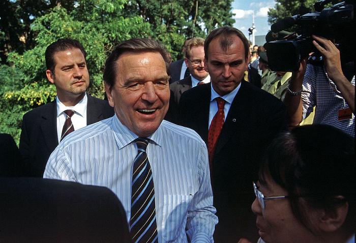Berlin Garten des Bundeskanzleramtes: Bundeskanzler Gerhard Schröder