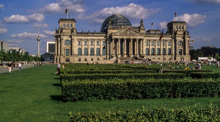 Tiergarten (Regierungsviertel): Reichstagsgebäude, Platz der Republik Berlin 2005