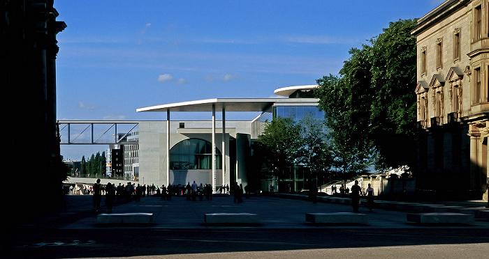 Berlin Marie-Elisabeth-Lüders-Haus mit dem Jakob-Mierscheid-Steg Jakob-Kaiser-Haus Reichstagsgebäude