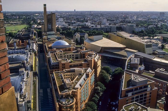 Blick vom Gebäude Potsdamer Platz 1: Quartier Daimler (links) und Kulturforum Berlin 2005