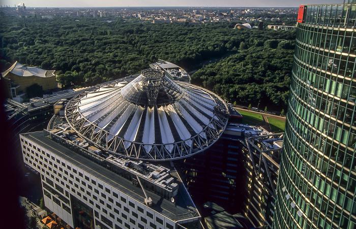 Blick vom Gebäude Potsdamer Platz 1: Sony Center Berlin 2005
