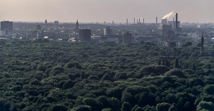 Blick vom Gebäude Potsdamer Platz 1: Tiergarten mit Siegessäule (rechts) Berlin 2005