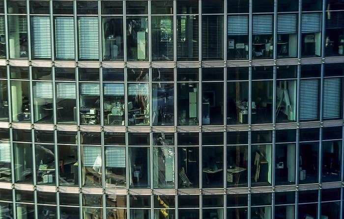 Blick vom Gebäude Potsdamer Platz 1: Sony-Turm (DB-Zentrale) Berlin 2005