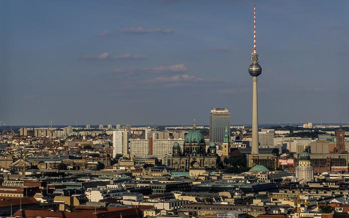 Blick vom Gebäude Potsdamer Platz 1: Mitte mit Dom, Marienkirche und Fernsehturm Berlin 2005
