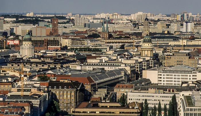 Blick vom Gebäude Potsdamer Platz 1: In der Bildmitte die Kuppeln von Französischem (links) und Deutschem Dom Berlin 2005