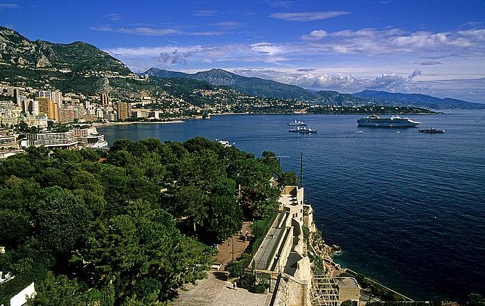 Blick vom Dach des Ozeanografischen Museums: Monaco, Frankreich, Italien Monte Carlo Ozeanografisches Museum Schlosshügel