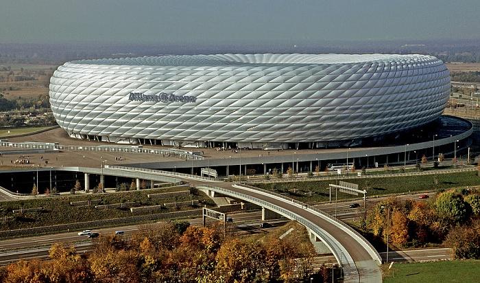 Blick vom Fröttmaninger Berg: Allianz Arena München 2005