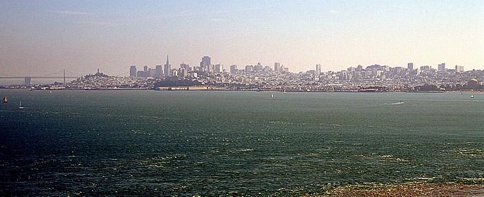 San Francisco Financial District mit der Transamerica Pyramid, links der Coit Tower San Francisco Bay San Francisco-Oakland Bay Bridge