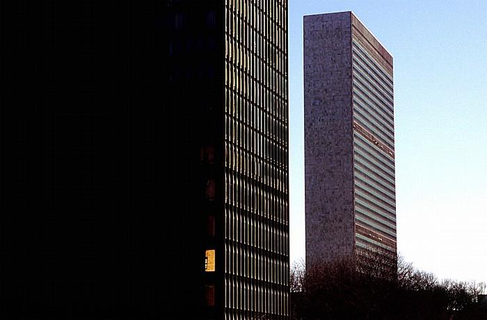 New York City Rechts das UNO-Hauptquartier