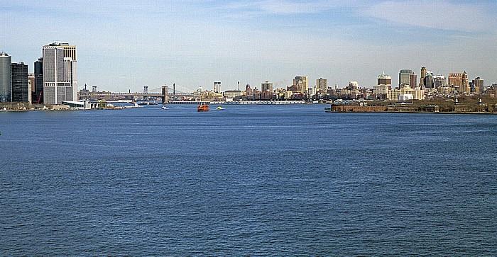 Blick vom Sockel der Freiheitsstatue: Upper Bay und East River mit Brooklyn Bridge New York City