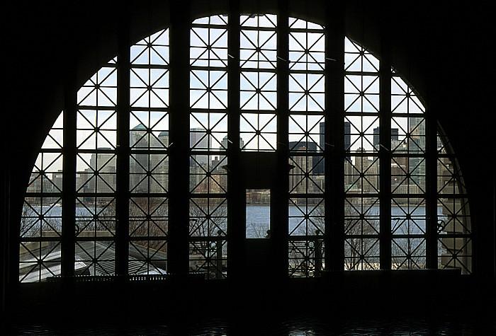 New York Ellis Island: Blick aus dem Hauptgebäude Manhattan Upper Bay