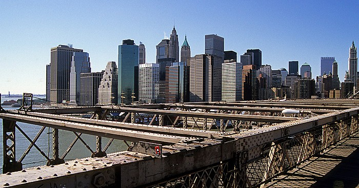 Blick von der Brooklyn Bridge: Manhattan Downtown (Financial District) New York City