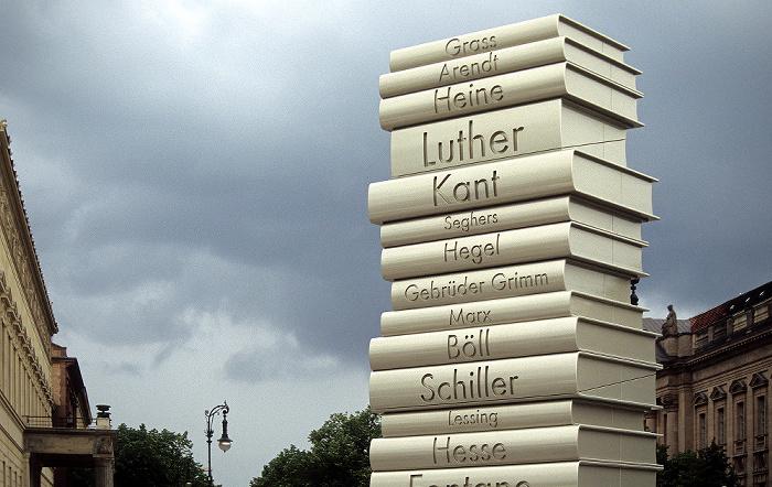 Berlin Unter den Linden: Werbung für einen Büchermarkt