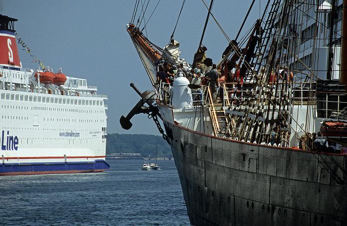 Kiel Hafen: Rechts die Viermastbark Sedov Viermastbark Sedov