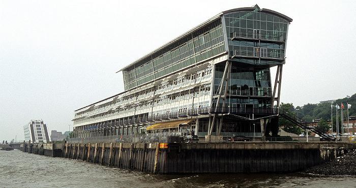 Neumühlen: Altes Fährterminal Hamburg