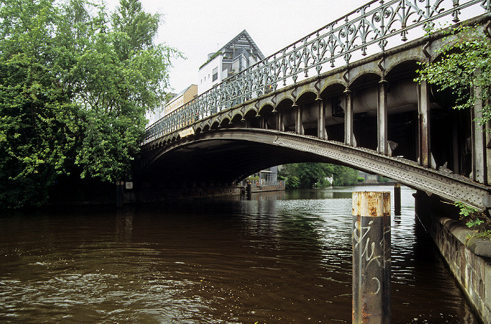 Hamburg Mühlenkampbrücke über den Osterbekkanal
