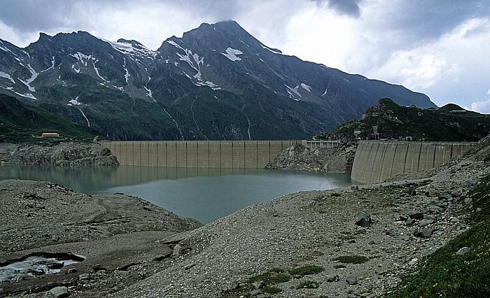 Kapruner Tal Stausee Mooserboden, links die Mooser-Staumauer, rechts die Drossen-Staumauer