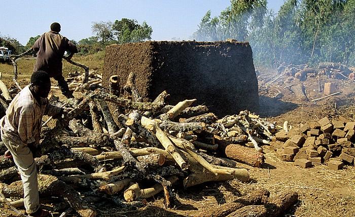 Malawi Ziegelbrennerei (zwischen Mzuzu und Livingstonia)