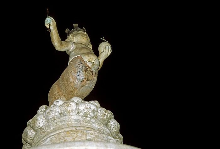 Piazza del Duomo: Barockbrunnen mit dem Wahrzeichen Taorminas, einer Zentaurin mit Szepter