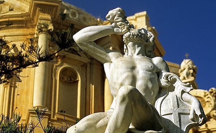Noto Piazza XVI Maggio: Fontana di Ercole