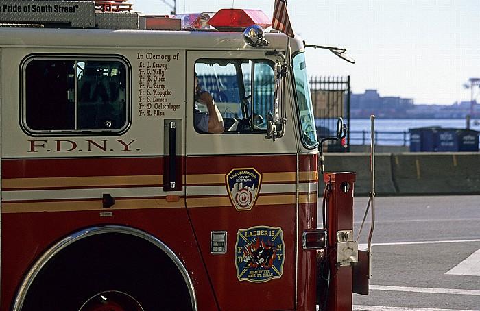 New York City South Street: Einsatzfahrzeug der Feuerwehr (F.D.N.Y.)