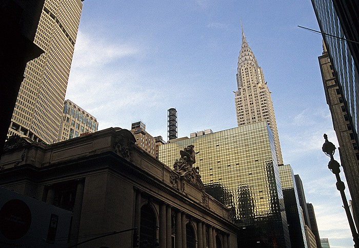 Im Vordergrund das Grand Central Terminal, links das MetLife Building, rechts das Chrysler Building New York City