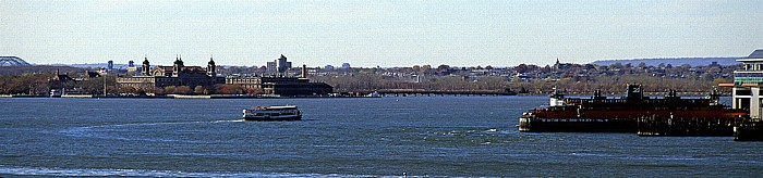 New York Blick von der Brooklyn Heights Esplanade: Zusammenfluss von Hudson River und East River Ellis Island