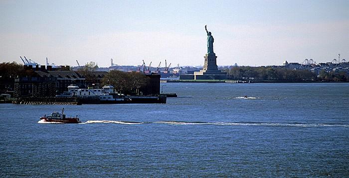 New York Blick von der Brooklyn Heights Esplanade: Freiheitsstatue auf Liberty Island